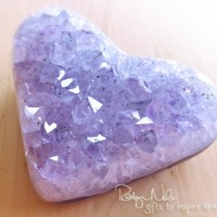 amethyst-gemstone-heart
